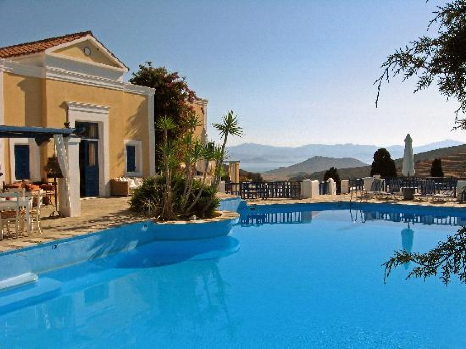 Lefkes Village: Πρώτο στη λίστα του CNN Best affordable island hotels