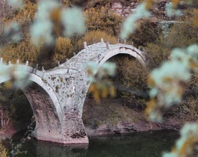 Υπέροχα πέτρινα γεφύρια σε γραφικά χωριά της Ελλάδας (Φωτογραφίες)