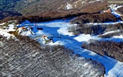 Πετώντας με drone πάνω από το Χιονοδρομικό Κέντρο Πηλίο...