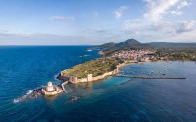 Πετώντας πάνω από το εμβληματικό κάστρο της Μεθώνης (vids)