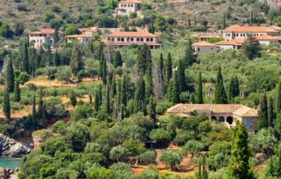 Το σπίτι του Πάτρικ Λη Φέρμορ στην Καρδαμύλη διατίθεται για ενοικίαση (pics)