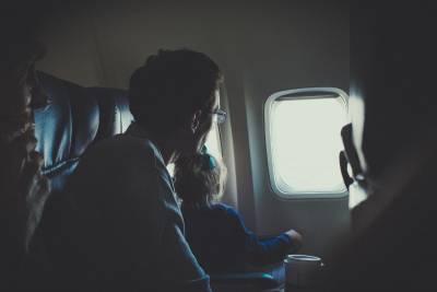 Ο λόγος που τα παράθυρα δεν είναι ευθυγραμμισμένα με τις θέσεις του αεροπλάνου (Βίντεο)