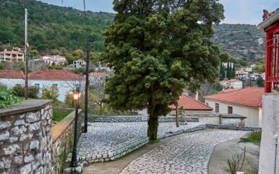 Κρεμαστή Λακωνίας - Το χωριό που «κρέμεται» ανάμεσα στα βουνά (Φωτογραφίες)