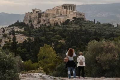 Bloomberg: Η Ελλάδα ανοίγει τα σύνορά της με κανόνες