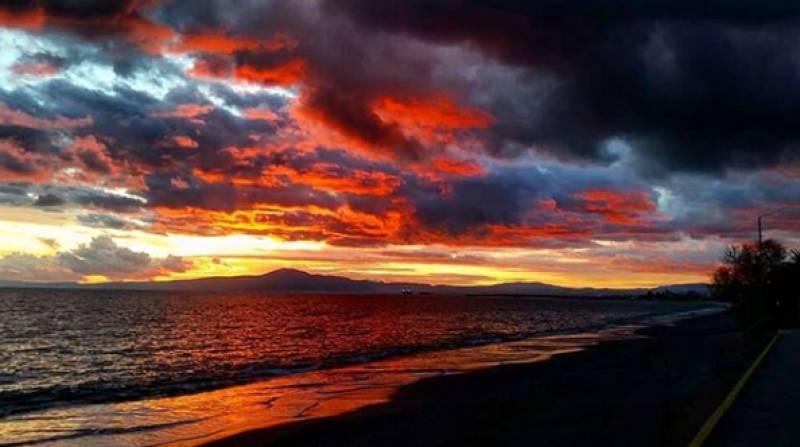 Όχι δεν είναι πίνακας ζωγραφικής - Απλά... το ηλιοβασίλεμα της Καλαμάτας! (pics)